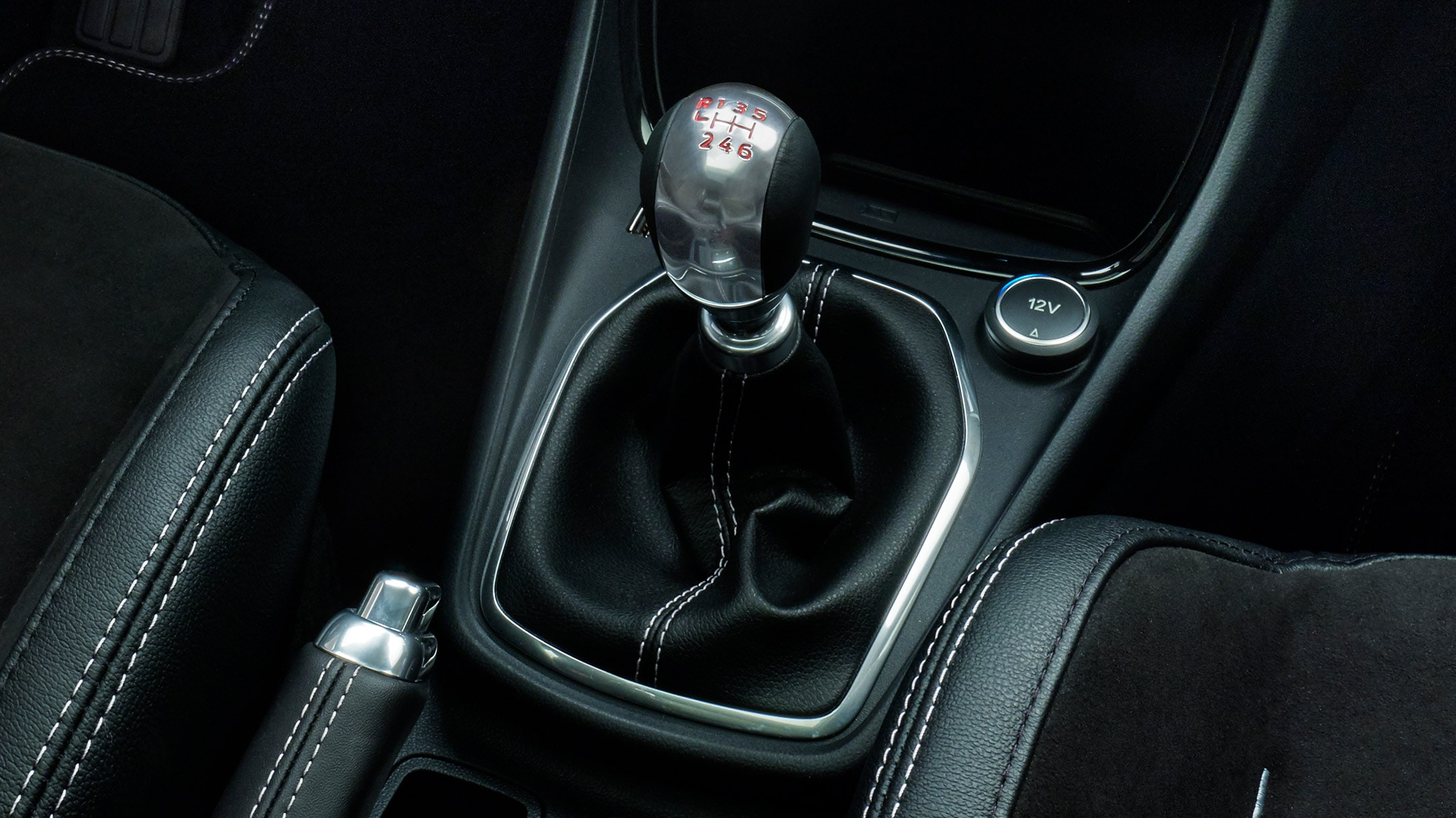 Ford Puma ST manual gear stick close up